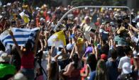 Una multitud recibió ayer al Papa en su visita a Temuco, sur de Chile. Foto: AFP