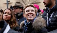 Scarlet Johansson dirige su mensaje en la manifestación realizada en Los Ángeles. Foto: Reuters