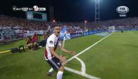 El colombiano Rafael Borré celebra su gol clásico