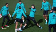 Cristiano Ronaldo en el entrenamiento del Real Madrid con el ojo morado. Foto: EFE