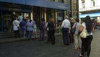 Son menos lo que sacan créditos al consumo, pero más con varias deudas. Foto: Archivo El País