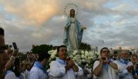 Miles de fieles se concentraron en la Aduana de Oribe para rezar ante la imagen de la Virgen María. Foto: M. Bonjour