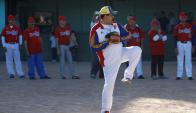 El presidente en una demostración de béisbol en la que aprovechó para hacer campaña. Foto: Reuters