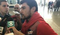 Alexander Medina en el aeropuerto antes de partir a Brasil