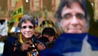 Independentistas se manifestaron ayer a favor de la investidura de Puigdemont. Foto: Reuters