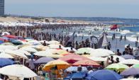 Durante los primeros días de enero las playas del Este se vieron colmadas de turistas. Foto: R. Figueredo
