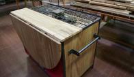 La cocina móvil fue construida en una semana, tiene una pileta, una mesa para cocinar y un sector de cocción a gas. Foto: M . Bonjour