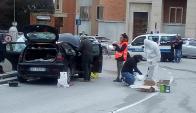 Forenses investigan el auto desde el que se realizó el tiroteo. Foto: Reuters