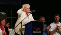Lucía Topolansky habla en el acto por los 47 años del FA. Foto: Ricardo Figueredo
