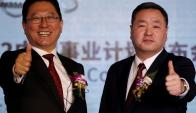 Jun Seki, presidente del joint venture Dongfeng Motor Co, y el vicepresidente ejecutivo, Lei Ping. Foto: Reuters.