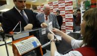En agosto de 2012, Ferreri inauguró la primera factura electrónica de Tienda Inglesa. Foto: Archivo
