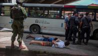 Ciudad de Dios: ayer detuvieron a 38 personas e incautaron armas y drogas. Foto: AFP