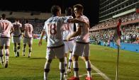 El abrazo entre Sebastián Fernández y Santiago Romero. Foto: Gerardo Pérez