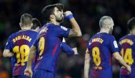 Luis Suárez dedicando a su familia uno de sus goles en el FC Barcelona