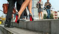 Color. El Pantone 18 1663TP es el rasgo distintivo de los zapatos del diseñador francés. Foto: AFP.