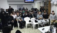 Los árbitros reunidos por los derechos de imagen reclamados a la AUF y Tenfield. Foto: Audaf