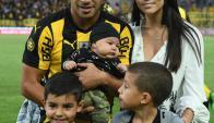 La familia Gargano - Hamsik este domingo en el CDS: Foto: Ariel Colmegna / El País