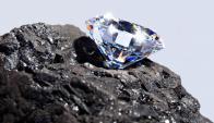 SIntéticos. Los diamantes de fábrica se comenzaron a utilizar para la industria en la década de 1950.