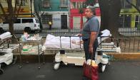 Apenas sonaron las alarmas, se evacuaron a los enfermos y la gente salió de los edificios. Foto: Reuters