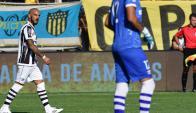 Damián Macaluso luego de anotar el gol en contra a favor de Peñarol. Foto: Nicolás Pereyra