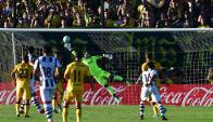 Inatajable. Así fue el gol de Alejandro Villoldo, que sacó un zapatazo de afuera del área. Foto: Nicolás Pereyra
