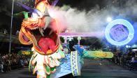 El dragón que desfiló en este Carnaval por la Avenida 18 de Julio, modelado por el artesano Luis Levrero, fue el único carro. Foto: Marcelo Bonjour