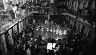 En diciembre se cumplen 40 años del desalojo y demolición del Conventillo Mediomundo, el lugar que Carlos Páez Vilaró eligió como segunda casa y su hija Agó todavía frecuenta. Foto: Archivo