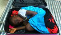 """""""Bonjour, me llamo Adou"""", dijo el niño cuando salió. Foto: AFP"""