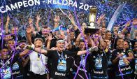 Gremio levantó la Recopa Sudamericana al vencer a Independiente. Foto: AFP