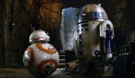R2D2 y BB8 en The Force Awakens.