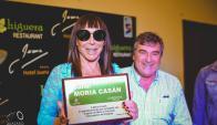 """Moria Casán recibe la plaa de la """"calle"""" con su nombre en Melo. Fóto: Lázaro Antúnez"""