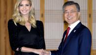 Ivanka: la hija de Trump ayer con el presidente surcoreano. Foto: Reuters
