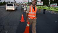Cuando comenzó la manifestación, inspectores colocaron conos para prevenir que sucediera algún accidente. Foto: F. Ponzetto