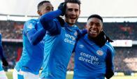 Gastón Pereiro celebrando el gol que cerró la victoria del PSV