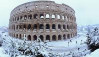 A pesar de las dificultades del tráfico, los romanos y turistas están disfrutando de la inusual nevada. Foto: Reuters