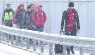Pep Guardiola y los jugadores del Manchester City rumbo a la estación de tren