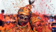 Algunos eligen vestirse como el Dios Krishna en su honor. Foto: AFP