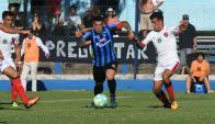 Carlos Núñez en el partido entre Liverpool y Atenas. Foto: Francisco Flores