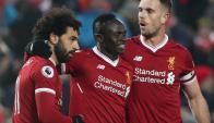 Mohamed Salah, Sadio Mané y Jordan Henderson, figuras de Liverpool. Foto: Reuters