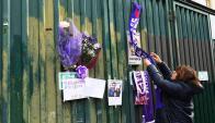 Los hinchas de Fiorentina han convertido al estadio Artemio Franchi en un altar para Astori. Foto: AFP