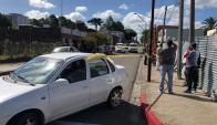 Un hombre muerto y una mujer herida fueron encontrados en el interior de un auto. Foto: Ricardo Figueredo