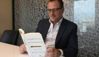 Gili. Destacó que el libro muestra cómo el azar y las emociones inciden a la hora de tomar decisiones. (Foto: Ariel Colmegna)