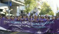 Reivindicaciones de las mujeres durante la marcha en el Día de la Mujer. Foto: Marcelo Bonjour