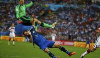 Gonzalo Higuaín ante Manuel Neuer. Foto: Reuters