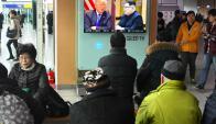 Séul: en el subte de la capital de Corea del Sur la gente siguió el anuncio de la futura cumbre. Foto. AFP