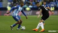 Diego Rolán dominando la pelota en un ataque del Málaga