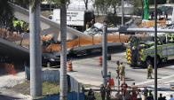 Un puente se derrumbó en Miami. Foto: AFP