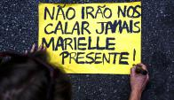 Carteles durante las protestas en Río de Janeiro. Foto: AFP