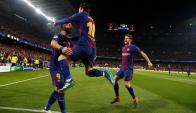 Suárez y Messi festejando el gol. Foto: Archivo El País