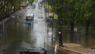 La lluvia provocó serios problemas en la circulación en Montevideo. Foto: Francisco Flores